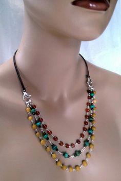 Boho multi-strand gemstone & leather necklace with to wear it! Boho multi-strand gemstone & leather necklace with to wear it! Wire Jewelry, Boho Jewelry, Jewelry Crafts, Beaded Jewelry, Jewelery, Jewelry Necklaces, Jewelry Design, Bracelets, Jewellery Box