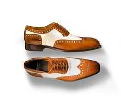 Our Spectator in Cacao and Daino Calf. A Summer favorite among well dressed men, the spectator is great choice for light fabrics and the traditional striped seersucker and lighter Khakis and neutral linens. Men Dress, Dress Shoes, Stripes Fashion, Well Dressed Men, Seersucker, Brogues, Gq, Gentleman, Oxford Shoes