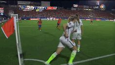 Tobin chipping the defenders