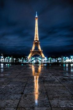 This is exactly my dream proposal..Paris, Eiffel tower lit up on a rainy fall day at this spot..amazing..with a secret photographer of course to catch the moment