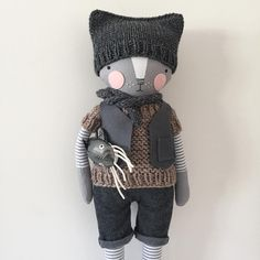 Tonight's kitty boy, in the shop at 6pm PDT.  Hat & scarf optional; catfish not included.  #luckyjuju