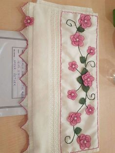 Napkin Folding, Needle Lace, Silk Ribbon Embroidery, Diy Flowers, Table Runners, Crochet Baby, Quilts, Blanket, Floral