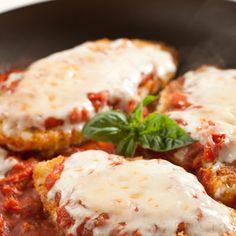 Skillet Chicken Parmesan - Marlene Koch @keyingredient #cheese #chicken