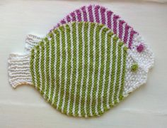 These are my new fish dishcloths. They could be face cloths too, or washing cloths at bath time. Kitchen or bathroom, they are made to swim in water! The yarn is super soft, 100% organic cotton. T…