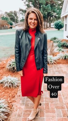 Fall Outfits For Work, Casual Fall Outfits, Spring Outfits, Red Skirt Outfits, Pretty Outfits, Green Outfits, Fashion Bloggers Over 40, Fashion Over 40, Night Outfits