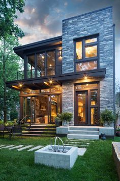 Maybe my favorite exterior in this contemporary genre! ❤️