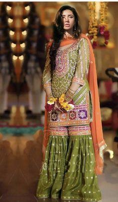 Beautiful Pakistani Dresses, Pakistani Formal Dresses, Pakistani Fashion Party Wear, Pakistani Wedding Outfits, Indian Bridal Fashion, Pakistani Dress Design, Simple Mehndi Dresses, Fancy Dress Design, Bridal Dress Design