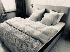 Hoe zen ziet ons bed eruit met de lieflijke pasteltinten!