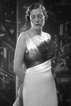 Elsa Schiaparelli matte crepe dress with a ruffled tucked edge, 1934 Elsa Schiaparelli, 1930s Fashion, Paris Fashion, Vintage Fashion, Style Fashion, Couture Fashion, Womens Fashion, Vintage Dresses, Vintage Outfits