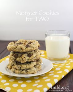 These monster cookies for two look AWESOME! The recipe makes just 4 amazing monster cookies, which means they've got peanut butter and oats and chocolate chips and all things good! #lmldfood