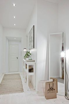 ▷ Ideas to decorate small hallways. Furniture for hallways. and deco - House Styles, Home Decor Inspiration, House Interior, Apartment Decor, Home, Interior, Entryway Decor, Home Deco, Home Decor