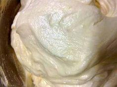 Очень удачный вариант заварного крема! Идеальный наполнитель для эклеров. Нужно:  1 стакан (250 мл) молока 1 стакан сахара (150г) 2 яйца 1 ст. ложка с горкой муки 200 г сливочного масла ванильный сах…