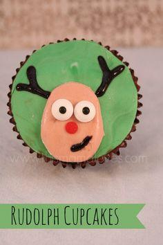 Rudolph Cupcakes #tutorial #diy #cupcakes #christmas #fondant