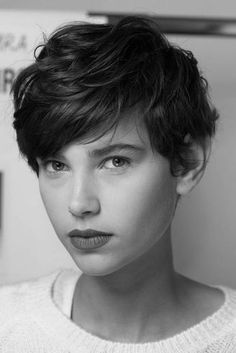 """How to style the Pixie cut? Despite what we think of short cuts , it is possible to play with his hair and to style his Pixie cut as he pleases. For a hairstyle with a """"so chic"""" and pointed… Continue Reading → Wavy Pixie Haircut, Short Wavy Pixie, Short Pixie Haircuts, Girl Short Hair, Pixie Hairstyles, Short Hairstyles For Women, Short Hair Cuts, Hairstyle Short, Pixie Cut Wavy Hair"""