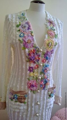 Modesty Fashion, Fashion Dresses, Kurti Neck Designs, Embroidered Clothes, Ribbon Embroidery, Henna Designs, Indian Dresses, Couture Fashion, Cotton Dresses