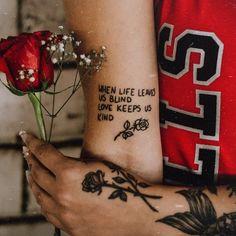 #tattoo #oldschooltattoo #tatuagem #naturephotography #mulherestatuadas #tattooart #tatuagemfeminina #tatuagemrosa #nails #moda #blue #stilettos #linkinpark #chesterbennington #onemorelight