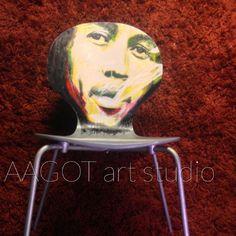 Digitalt billede af maleriet LEAN BACK ON MY FACE - I'LL BLOW YOU OVER. Primær farve: Grå. Sekundær farve: Gul.