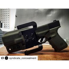 #Repost @syndicate_concealment with @repostapp ・・・ ~She's posing though...~ * * #syndicateconcealment #jointhesyndicate #rogue1point0 #rogue1 #glock #glock17 #glock19 #glock22 #glock23 #glock42 #glock43 #igmilitia #coplife #shoplife #kydexlife #kydex #kyd
