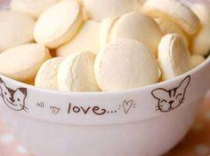 Biscoitinho de Nata - Ingredientes 500g de manteiga 3 claras de ovos 1 copo americano de açúcar 1 pct de polvilho doce Modo de Preparo Em uma vasilha grande coloque a manteiga,... Read More »