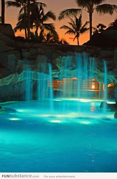 Awesome swimming pool in Maui