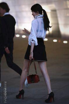 Im Yoona, Girls Generation, High Waisted Skirt, Kpop, Celebrities, Womens Fashion, Skirts, Beautiful, Skirt