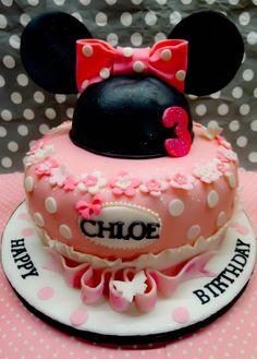 Minnnie mouse birthday cake