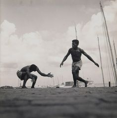 essa linda expressao do corpo pelo capoeirista Pierre Verger