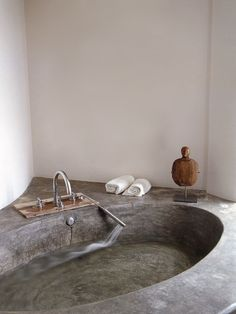 Cool 46 Superb Tadelakt Bathroom Design Ideas For Unique Bathroom. Decoration Inspiration, Bathroom Inspiration, Interior Inspiration, Bathroom Ideas, Bathtub Ideas, Diy Bathtub, Bathroom Inspo, Bathroom Organization, Dream Bathrooms