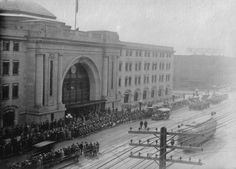 Returning soldiers being greeted at Union Station, 1919.