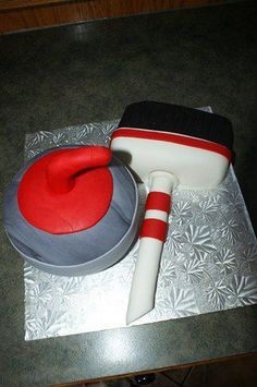 Curling rock and broom, this was actually a grooms cake 3d Cakes, Cupcake Cakes, Birthday Cakes, Birthday Ideas, Camera Cakes, Curling Stone, Sport Cakes, Little Cakes, Cher