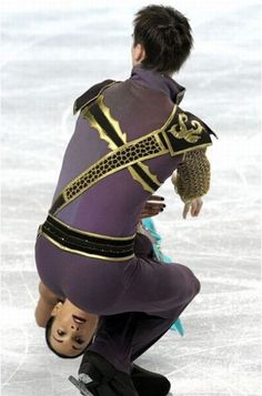 The perfectly timed figure skating photo: | The 27 Most Perfectly Timed Photos Of The Year
