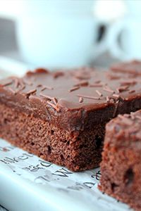 Chocolate Potato Cake, incredibly moist, sweet and fudgy, it's mixed in the food processor! The chocolate peanut butter frosting is just the icing of this fabulous cake. Chocolate Potato Cake, Chocolate Yogurt Cake, Chocolate Desserts, Chocolate Ganche, Chocolate Icing, Decadent Chocolate, Just Desserts, Delicious Desserts, Dessert Recipes
