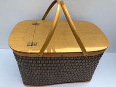 Vintage Picnic Basket, Picnic Baskets, Chip And Dip Bowl, Picnic Set, Plastic Plates, Water Stains, Hawkeye, Banquet, Wall Tiles