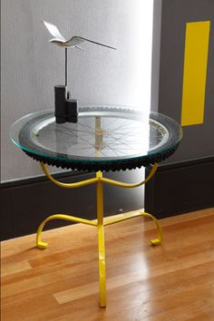 Love this awesome repurposed bicycle wheel table!