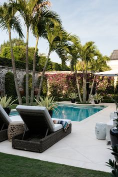 Reinventing Palm Beach Style by Les Ensembliers - MyHouseIdea Backyard Pool Designs, Swimming Pool Designs, Backyard Landscaping, Swimming Pools, Landscaping Ideas, Beach Cottage Style, Beach House Decor, Beach Pool, Palm Beach