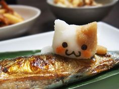 With all that's been been trending in Japan recently, we now all know the deal. The Japanese love cats. And we always knew they loved fish. So put that together with Japanese radish art, and you get the cutest fish…