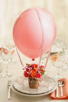 This hot air balloon floral arrangement would be cute as a centerpiece at a baby shower Diy Mother's Day Crafts, Mother's Day Diy, Mothers Day Crafts, Flowers For Mothers Day, Decor Crafts, Ballon Party, Mesas Para Baby Shower, Festa Party, Hot Air Balloon