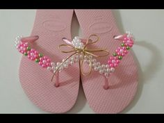 Machine learning meets trending news, viral videos, funny gifs, and so much more. Beaded Shoes, Beaded Sandals, Crochet Sandals, Crochet Shoes, Flip Flop Art, Decorating Flip Flops, Dog Clothes Patterns, Beaded Crafts, Polymer Clay Flowers