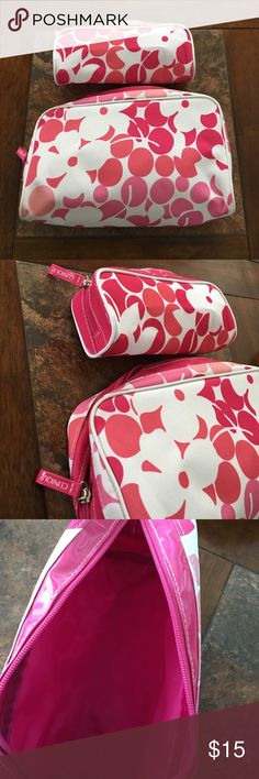 Clinique | NWOT set of 2 travel cosmetic cases Clinique NWOT travel cosmetic cases with cute pink/white floral print. Perfect for packing make-up and/or toiletries. Brand new! Clinique Bags Cosmetic Bags & Cases
