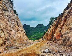 Obstacle is not on the way obstacle IS the way. A new way to get to an old horizon. // Não ha obstáculos no caminho. O obstáculo é o caminho. Novos caminhos para velhos horizontes.  #filosofiadeestrada #roadphilosophy #panguando #ontheroad #northvietnam #vietnã