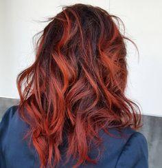 Buenos días hoy os presentamos este color basado en rojos y tonos oscuros un balayage diferente para aquellas a las cuales no les gustan los rubios