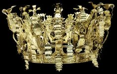 Pictured above, a gilded silver Bridal Crown from Western Norway circa (Victoria and Albert Museum Royal Crowns, Tiaras And Crowns, Silver Bridal Crowns, Old Symbols, Bridal Bouquet Fall, Royal Jewelry, Vintage Jewellery, Ancient Jewelry, Victoria And Albert Museum