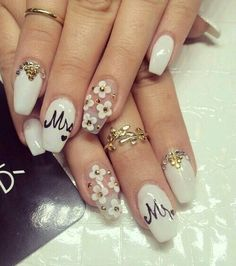 Love the clear nail with white flowers !