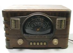 VINTAGE ZENITH ART DECO BLACK DIAL TUBE RADIO MODEL 75629