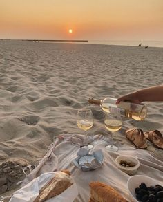 Find images and videos about summer, food and beach on We Heart It - the app to get lost in what you love. Cream Aesthetic, Classy Aesthetic, Beach Aesthetic, Summer Aesthetic, Travel Aesthetic, Aesthetic Photo, Aesthetic Pictures, Gold Aesthetic, Aesthetic Vintage