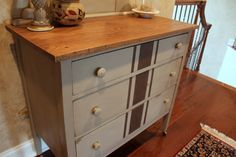 House of FabForLess: The Little Dresser that Wood. Love the grainsack painted look Striped Furniture, Painted Furniture, Furniture Makeover, Diy Furniture, Striped Dresser, Thrifty Decor, Primitive Furniture, Grain Sack, Annie Sloan Chalk Paint