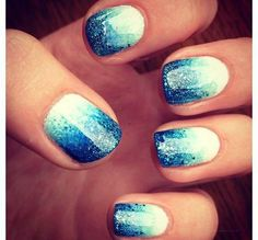 White and blue ombré. Nail art. Glitter.