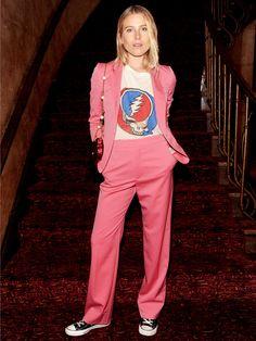 ボーイズライクに着こなす「グッチ」のピンクスーツ
