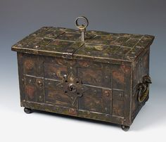 Buy online, view images and see past prices for A South German Baroque painted cast iron casket. Invaluable is the world's largest marketplace for art, antiques, and collectibles. Old Trunks, Trunks And Chests, Antique Trunks, Antique Safe, Antique Boxes, Cast Iron, It Cast, Weekend Crafts, Old Keys