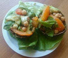 Met dit zomerse weer vind ik niets lekkerder dan zo veel mogelijk salades te eten. Het liefst terwijl ik op een kleedje in een park lig, maar aan tafel is ook prima. Gisteren maakte ik een zomerse salade met amarant, courgette, oranje tomaat, kikkererwten en avocado. Dit zorgde voor een feestje in mijn mond! Gelukkig ... [Read more...]